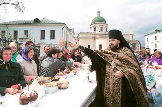 Пасху празднуют все, кто чтит традиции