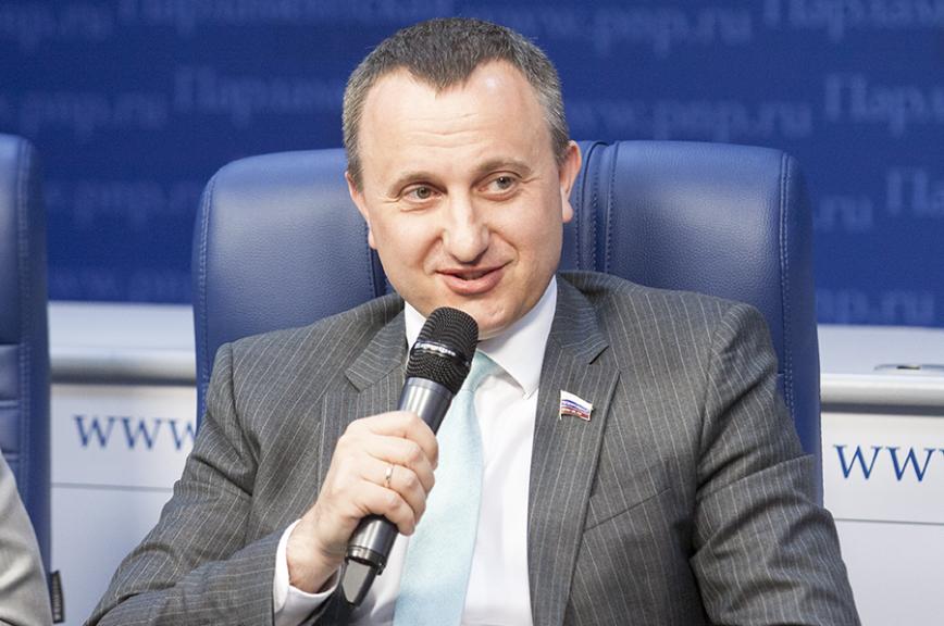 Депутат Антон Ищенко примет участие вавторской программе «Третья сторона медали»
