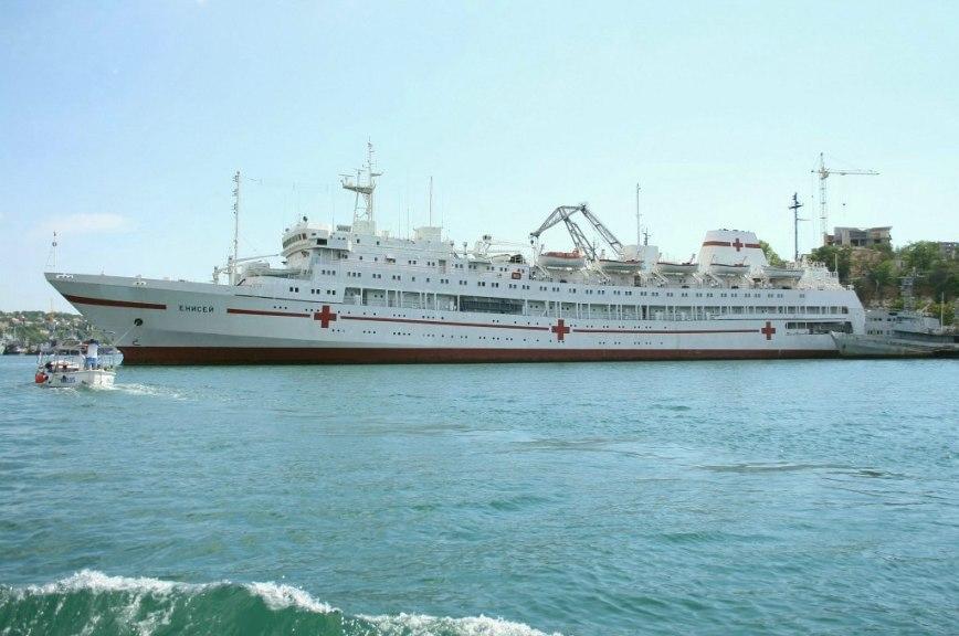 Как плавучий госпиталь «Енисей» службу несёт