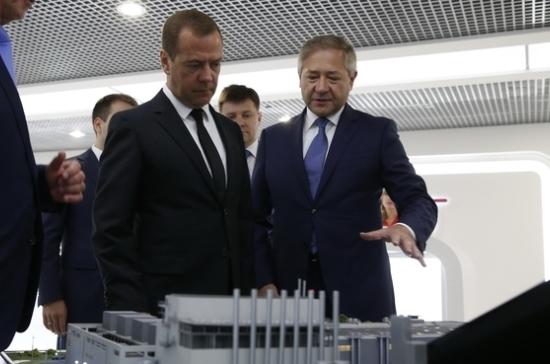 Медведев: сумма госзакупок микроэлектроники может составить 75 млрд рублей