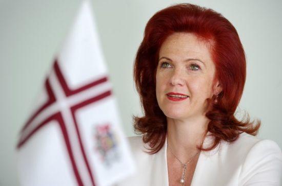 Экс-спикер сейма Латвии извинилась передпенсионерами за передразнивания