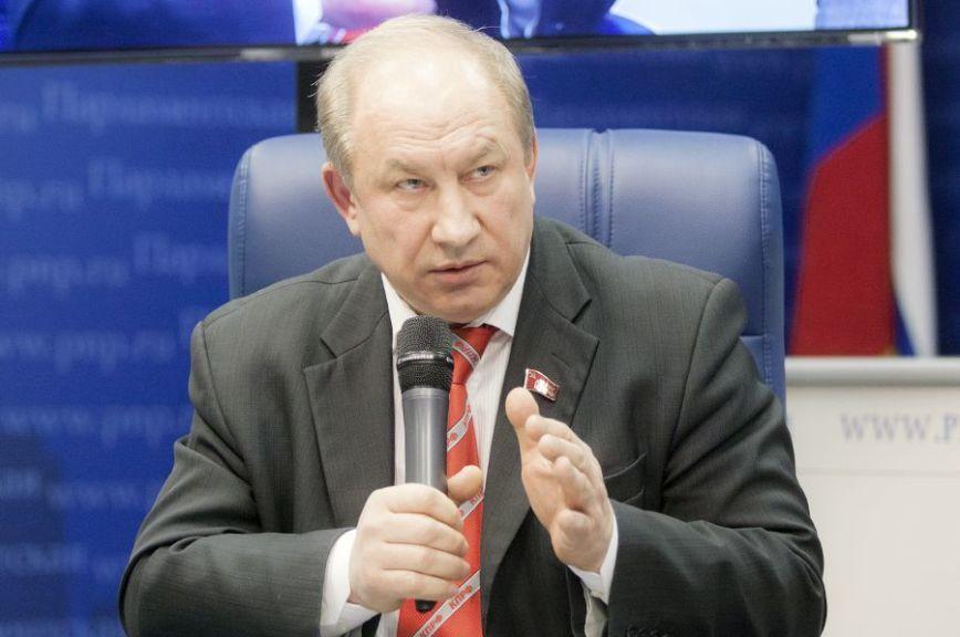 Депутаты отКПРФ просят Колокольцева и Чайку проследить зарасследованием избиения замглавы РАО
