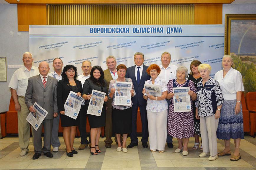 Сенатор подписал 200 ветеранов на «Парламентскую газету»