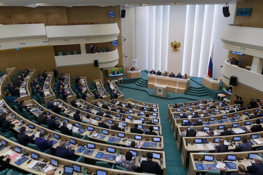 Тридцать сенаторов досрочно прекратили свои полномочия послевыборов в Госдуму