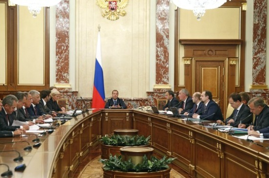 Медведев раскритиковал Пучкова занеэффективную работу МЧС напожарах в Сибири