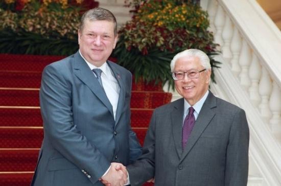 Сенатор Евгений Бушмин принял участие вторжествах вчесть 50-летия независимости Сингапура