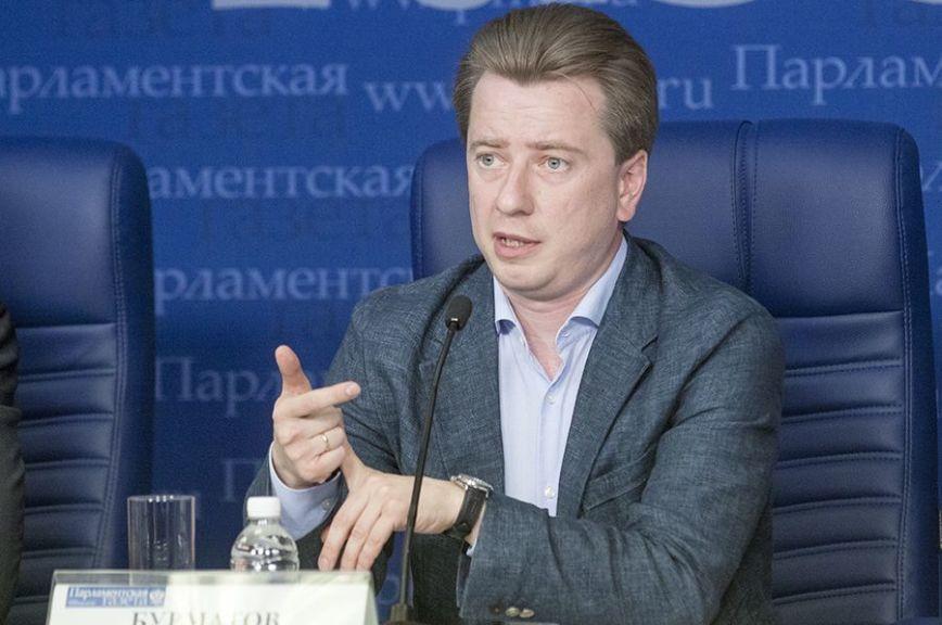 Бурматов просит Собянина проверить закупку люксового авто длядепартамента образования Москвы