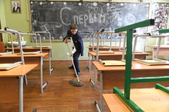 Студентам пообещали контракт наработу, а школьникам — полезный труд