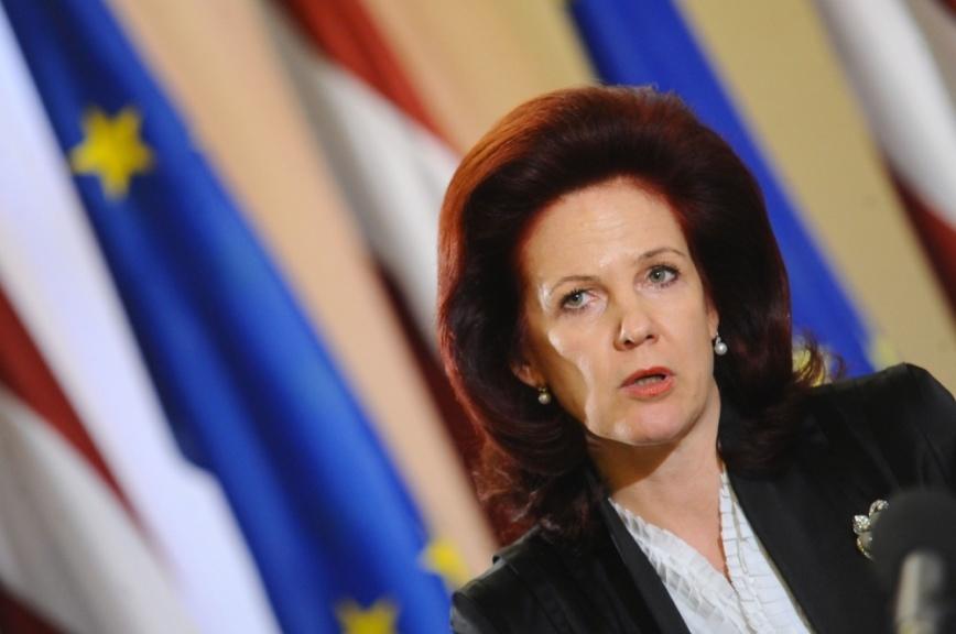 Латвия: Лидер «Единства», лишившая партию власти, обвинила коллег в безответственности