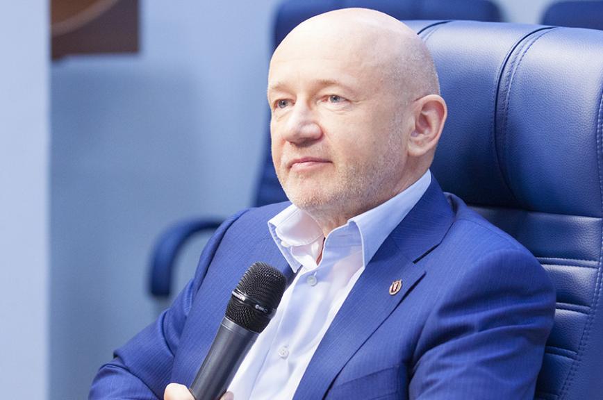 В Москве подешевело такси — выделенные полосы помогли