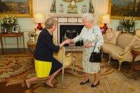 Елизавета II назначила Терезу Мэй британским премьером