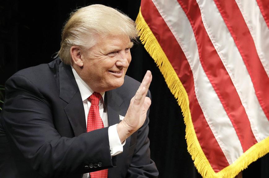 Чем больше нападок, тем популярнее Трамп