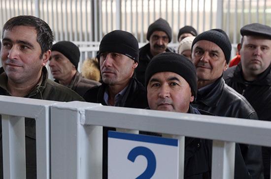 Правительство сократило квоты на иностранцев - Парламентская газета