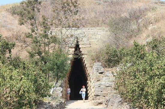 Абдулатипов добился того, что статус самого древнего города у Дербента отнимает Керчь