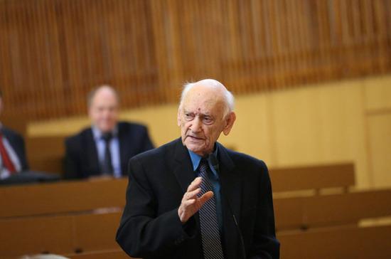 Умер специалист по истории отечественной журналистики Борис Есин