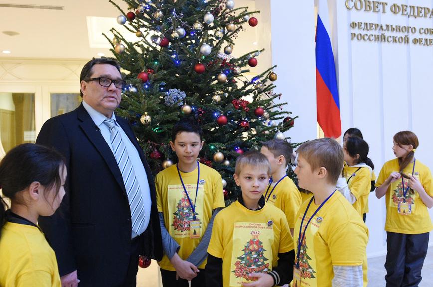 Магаданские школьники пришли в гости к законодателям