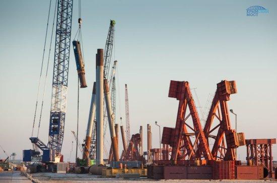 Строители установили половину всех свай Керченского моста