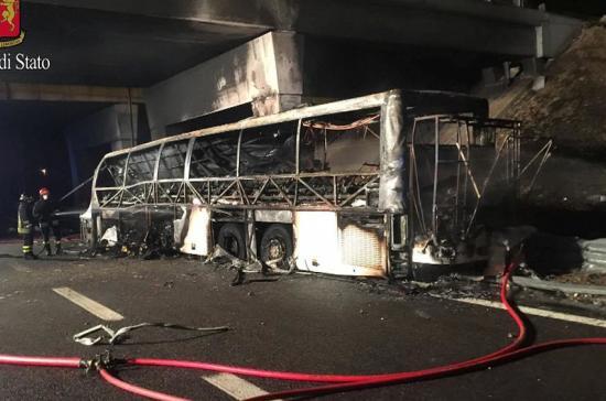 В аварии автобуса с венгерскими детьми в Италии погибли 16 человек