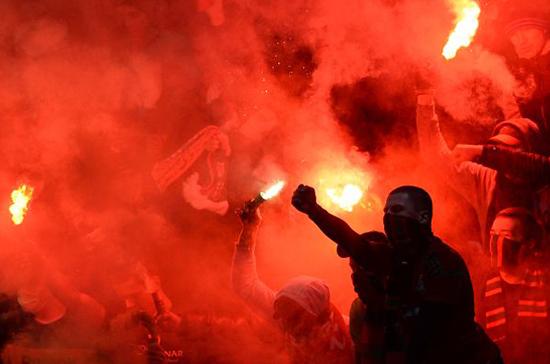 Фанатам готовят санкции за сожжённые флаги регионов