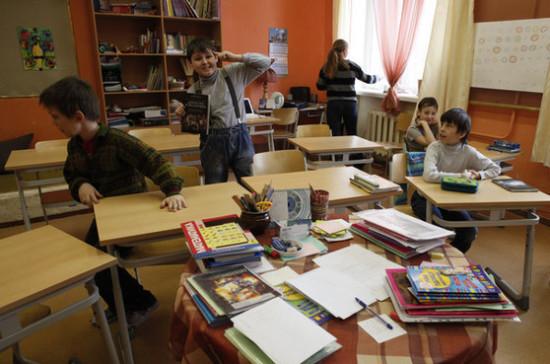 В Думе Хабаровского края не поддержали идею оставить школьников без бесплатных тетрадок и контурных карт