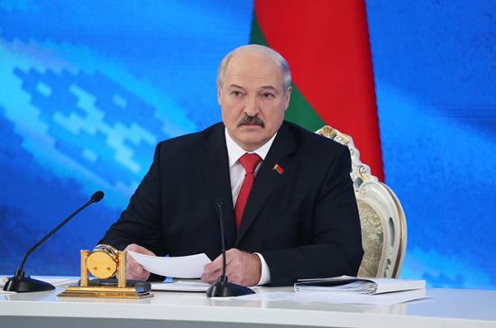 Лукашенко сокращает на треть свою администрацию