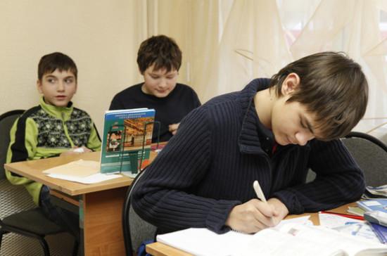 Путин поручил кабмину проконтролировать обновление школьного образования