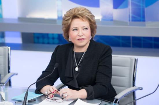 Валентина Матвиенко вручила Дмитрию Кобылкину Гран-при конкурса «Область добра»