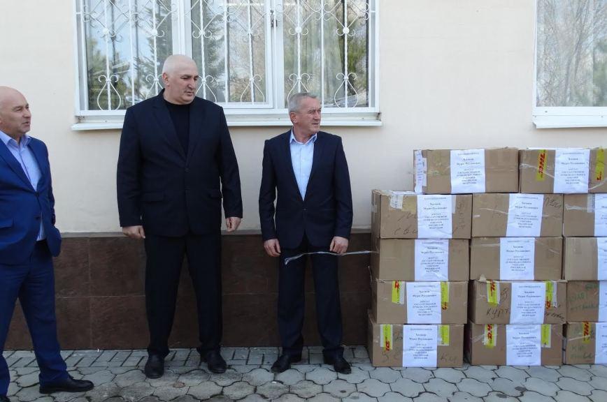 Депутат Госдумы привёз адыгейским малоимущим одежду на 150 000 рублей