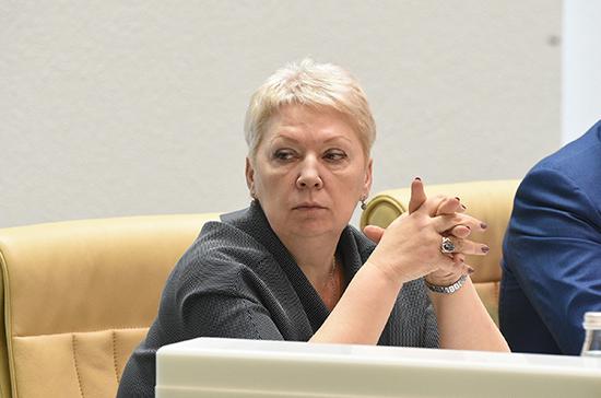 Васильева: Минобрнауки проверит информацию обучительских зарплатах