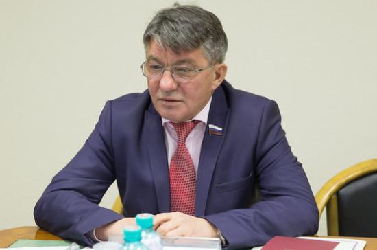 На Украине нужно мирное урегулирование, а не миротворческая операция — сенатор Озеров