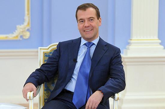 Медведев дал поручение министерствам посозданию единой базы для грантов