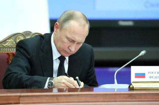 Путин подписал закон обуголовном наказании засклонение детей ксуициду