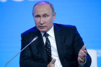Путин поручил завершить работу над законами о пресечении нелегального ввоза продовольствия в РФ