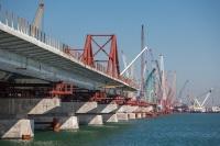 Автомобильное движение по Крымскому мосту откроют в конце следующего года