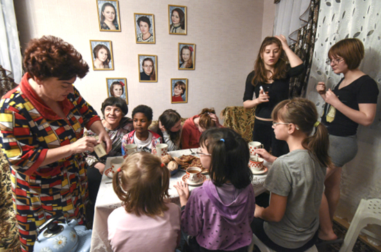 Число детей в приёмных семьях могут ограничить