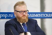 Милонов отправил законопроект о регистрации в соцсетях по паспорту в ФСБ