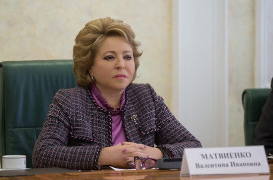 Матвиенко вышла кпротестующим против реновации в столице России