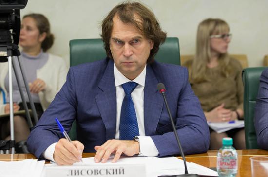 Сенатор Лисовский предлагает доставлять продукты для малоимущих «Почтой России»