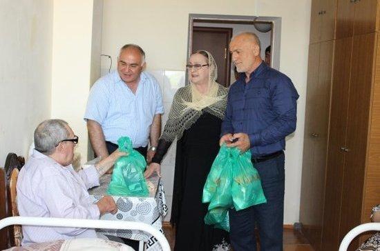 Дагестанские общественники поздравили ветеранов и инвалидов с Уразой