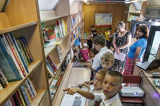 В российскую глубинку направят киномобили и передвижные библиотеки