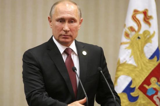 Владимир Путин прокомментировал переход на электронные трудовые книжки
