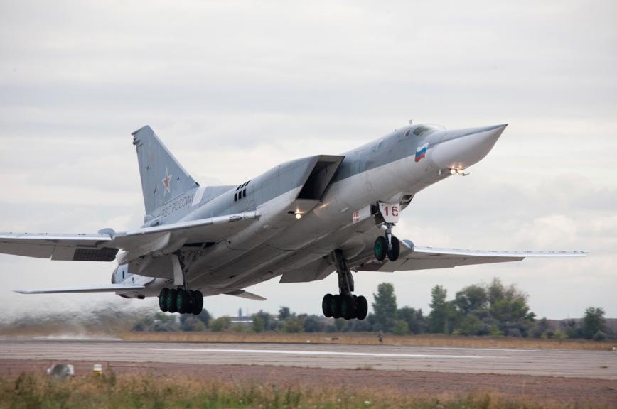 Британская авиация сопроводила русские  Ту-22 над темным  морем