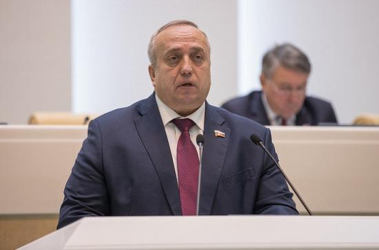 Одеградации власти вСША говорит принятие новых санкций