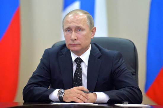Путин объявил, что число американских дипломатов в РФ сократится на755 человек