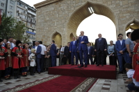 Глава Дагестана открыл в Махачкале уникальную турплощадку — аллею «Город Мастеров»