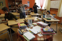 Глава Калмыкии проведёт совещание для решения проблемы с принудительной покупкой школьных парт
