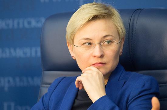 Людмила Бокова призвала решить проблему безопасности детей в Интернете