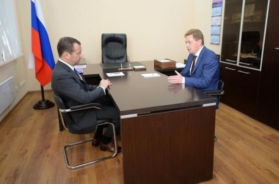 Медведев поручил врио главы Севастополя строить школы и детские сады