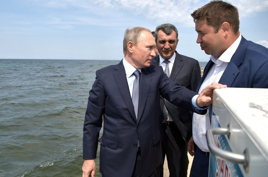 Жители Ольхона вызвались плыть сотни километров ради встречи с Путиным