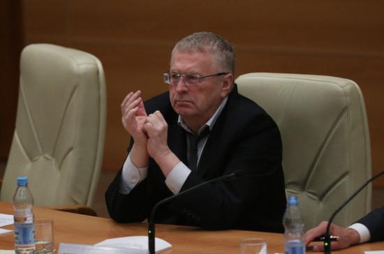 Жириновский: мир разделился на красных и белых